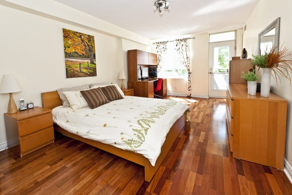 Bedroom with Hardwoos flooring